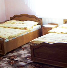 camera de 4 persoane si 2 paturi cu cazare arieseni